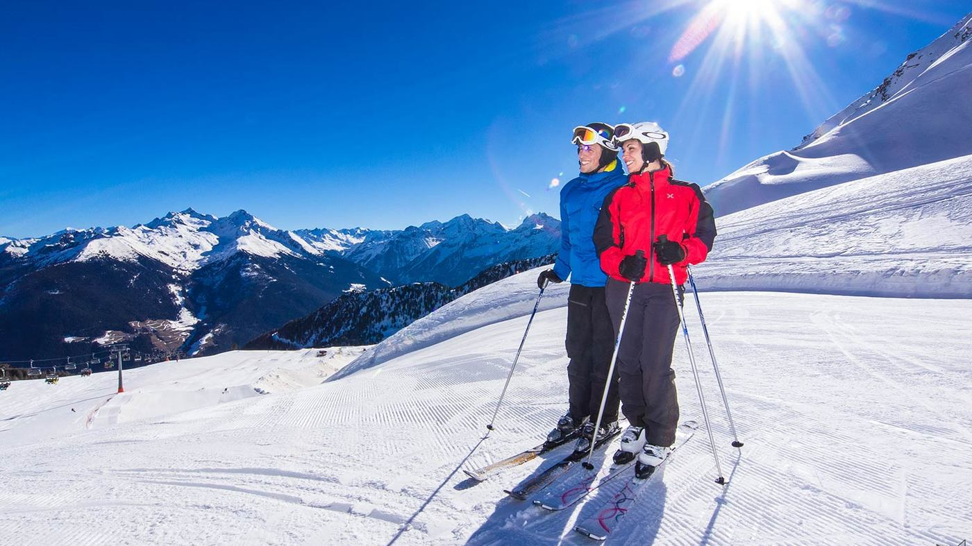 Skiing in the panoramic Valle Aurina